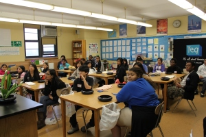 Approximately 30 East-West students, parents, and faculty members attended Otsue-sensei's workshop
