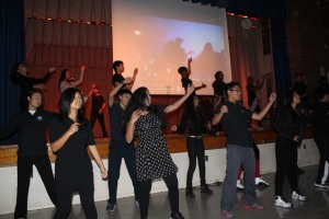 Flash mob performs Thriller at East-West