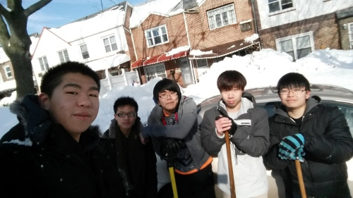 Many thanks to our East-West students Kern Hui, Jun Hao, Hai Lin, Jason Shi and Sen Xu for volunteering to shovel snow for the seniors in our community.